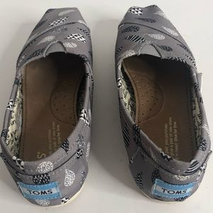 Toms Shoes - Toms Womans shoes.  Size 6.  Never been worn.